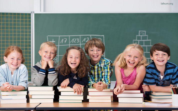 Улыбающиеся ученики в классе Лафеюм